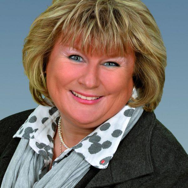 Angela Nadolski